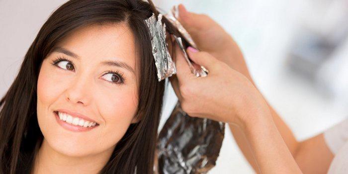 почему нельзя красить волосы при месячных